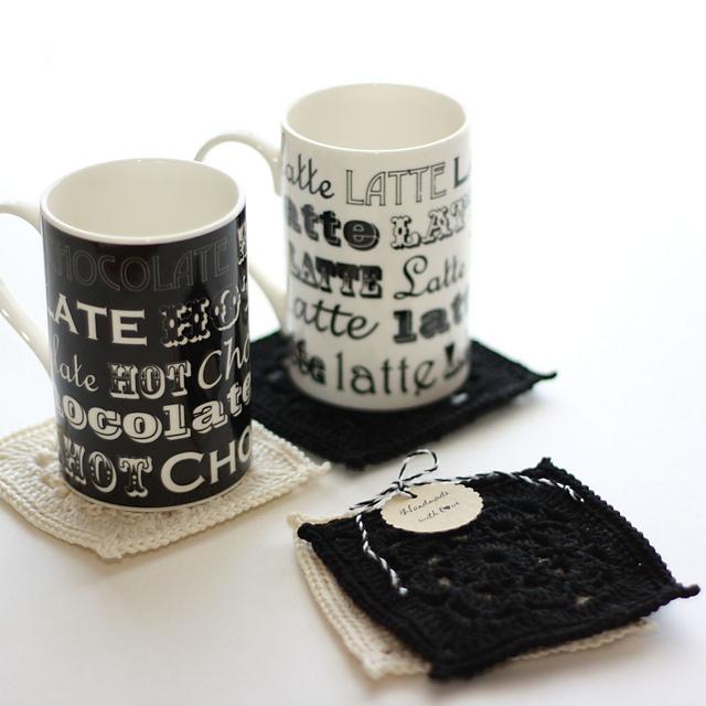 patron crochet deco sous tasses. Black Bedroom Furniture Sets. Home Design Ideas